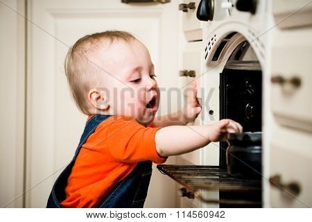 Unguarded baby with open oven