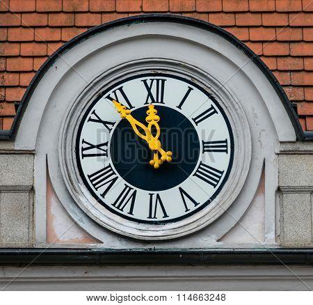 clock on the facade