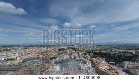 Een bovenzicht over het plein van de Sint Pieters Basiliek in Rome
