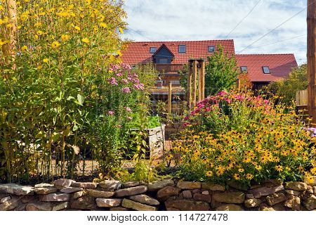 Lehmhof Lindig - recognized recreation center with Barnyard Cafe, ecological building, clay therapy, shapes with clay, clay playground, Clay Tretbecken, clay sauna, clay bath, massage, herbal Terrace, Raised Bed, Garden Kitchen and holiday apartments