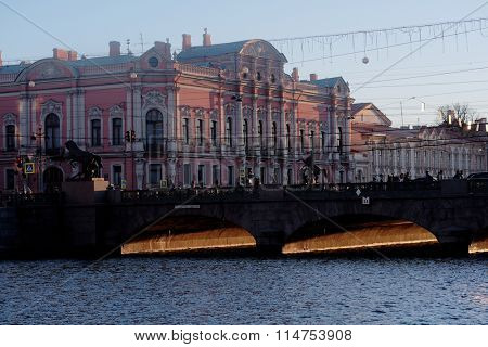 ST. PETERSBURG, RUSSIA - DECEMBER 27, 2015: Traffic on the Anichkov bridge against the Belosselsky-Belozersky Palace. The bridge was built in 1841, decorated with horse statues designed by Peter Clodt