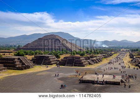 Teotihuacan, Mexico - 28 December 2015: Scenic View Of Pyramid Of The Sun And Avenue Of The Dead In