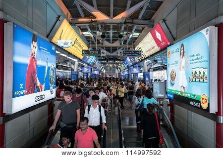crowd of people in rush hour at BTS Siam station