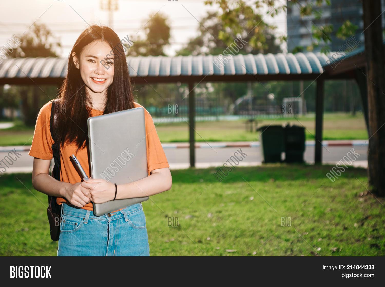 Freie junge jugendlich asiatische