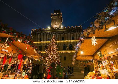 MONTEPULCIANO, ITALY - NOVEMBER 18, 2017: Enchanted atmosphere in the beautiful square of Montepulciano with Christmas market and tree