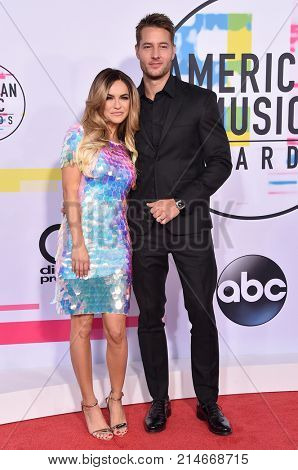 LOS ANGELES - NOV 19:  Justin Hartley and Chrishell Stause arrives for the 2017 American Music Awards on November 19, 2017 in Los Angeles, CA