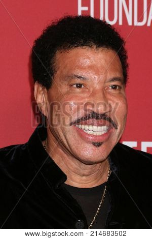 LOS ANGELES - NOV 9:  Lionel RIchie at the Patron of the Artists Awards 2017 at Wallis Annenberg Centeron November 9, 2017 in Beverly Hills, CA