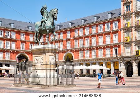 MADRID,SPAIN - AUGUST 5, 2017 : Plaza Mayor, a historic square in Madrid with the statue of king Philip III