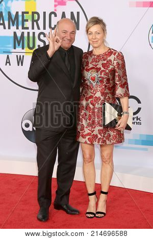 LOS ANGELES - NOV 19:  Kevin O'Leary, Linda O'Leary at the American Music Awards 2017 at Microsoft Theater on November 19, 2017 in Los Angeles, CA