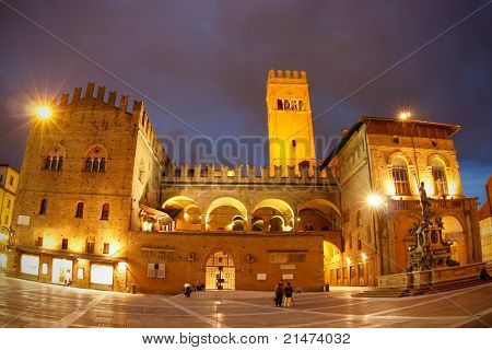 Palazzo del Podesta, Piazza Maggiore & Neptune fountain at night in the centre of Bologna.