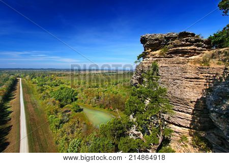 Rocky outcrop of Inspiration Point in the Shawnee National Forest of southern Illinois