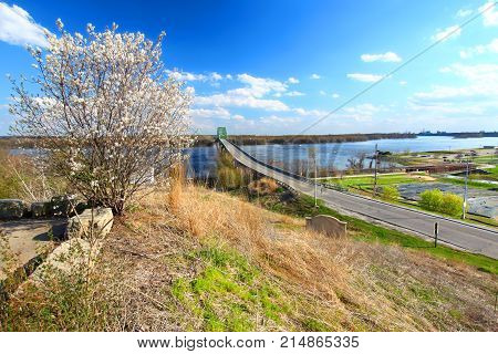 Scenic view of the Norbert F. Beckey Bridge over the Mississippi River from the Mark Twain Overlook in Iowa