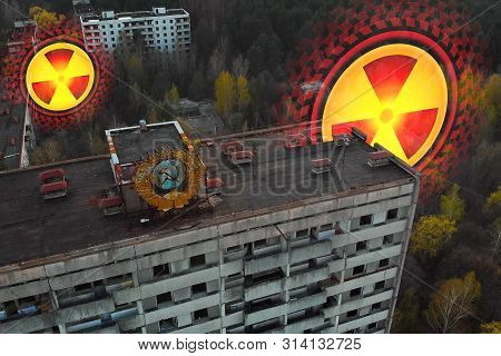 Radiation Penetrates Through The Walls Of Houses - Chernobyl Concept. Map Of Radioactive Zones In Ch