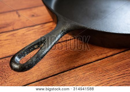 Rusted Cast Iron Skillet Handle - Culinary Problem - Downside To This Metal Pan