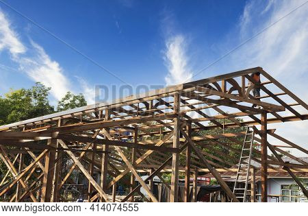 Standard Wooden Structure Building With Mounting Distance, Installation Of Wooden Beams In The Const