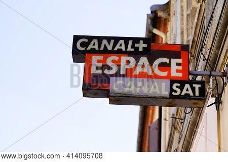 Bordeaux , Aquitaine France - 03 22 2021 : Canal+ Canal Plus + Espace Sat Television Logo Sign And T