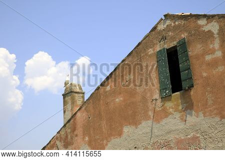 Po River (fe),  Italy - April 30, 2017: An Old Fisherman's House Detail On Po River, Delta Regional