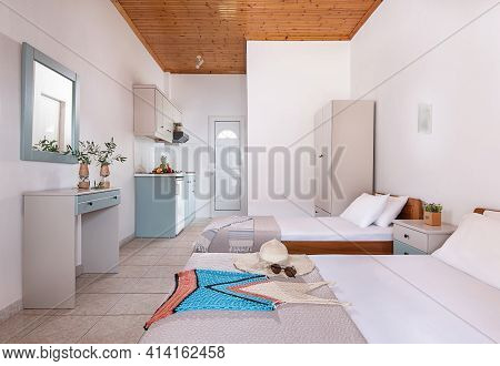 Classic Style White Interior Of Double Hotel Bedroom, Bathroom, Kitchen Cabinets Module In Single Sp