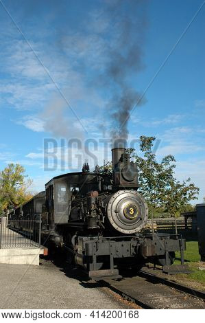 DEARBORN, MICHIGAN - SEPT 29, 2006: Old Steam Engine at Ford Museum