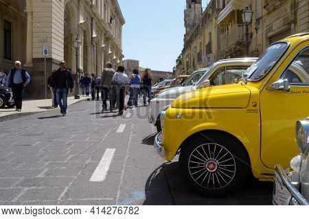 25-05-2014 Members Of The Italian Fiat 500 Automobile Club Organize A Rally In Palazzolo Acreide, Sy