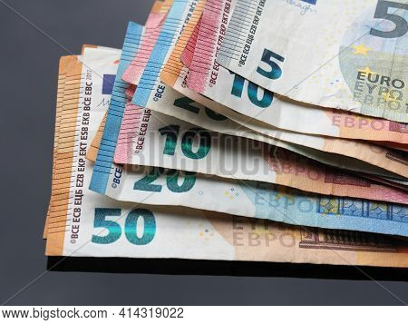 Advantages Of The Euro. Different Values of The Euro.