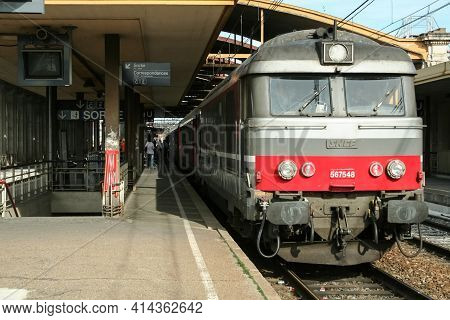 Nimes, France - October 29, 2006: Regional Corail Intercites Train, Le Cevenol, From Nimes To Clermo