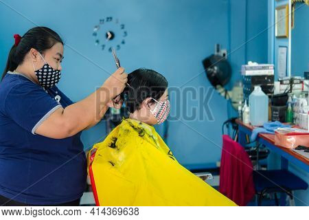 Bangkok, Thailand - May 16, 2020 : Unidentified Asian Woman Hairdresser Or Hairstyle Haircut A Woman