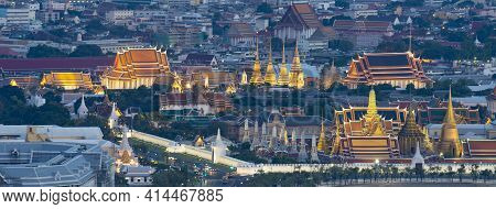 Bangkok Grand Palace Anf Wat Phra Keaw At Dusk.