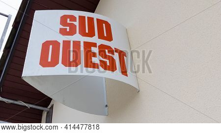 Bordeaux , Aquitaine France - 03 25 2021 : Sud Ouest Logo Sign And Brand Text Of French Newspaper Re
