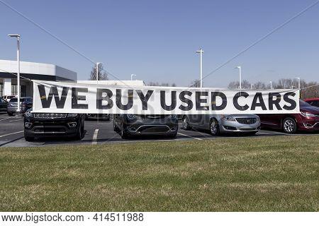 Kokomo - Circa March 2021: We Buy Used Cars At A Local Preowned Or Used Car Dealership.