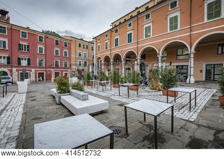 Carrara, Massa Carrara, Italy - October, 2020: Cityscape. View Of Closed Open Door Bar In Carrara Ci