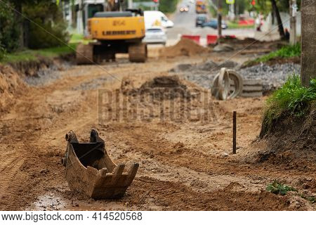 Failure To Meet The Deadlines For Road Repairs. There Are No Workers At The Construction Site. Bankr