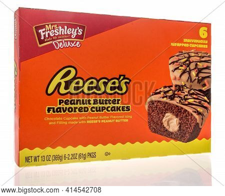 Winneconne, Wi - 27 March 2021: A Package Of Mrs Freshleys Reeses Cupcakes On An Isolated Background