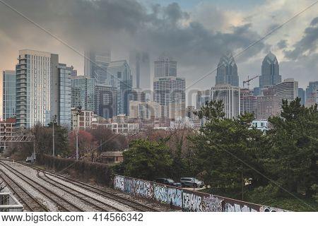 Philadelphia, Pa - March 26 2021: Skyline Of Philadelphia On A Cloudy, Stormy And Foggy Day