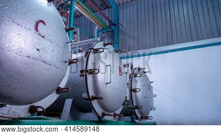 High Pressure Processing Or High Hydrostatic Pressure Machine For Food Product. Metal Tank In Food M