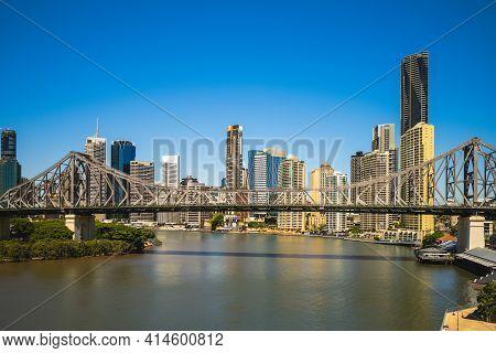 Skyline Of Brisbane By Brisbane River In Queensland, Australia In Daytime