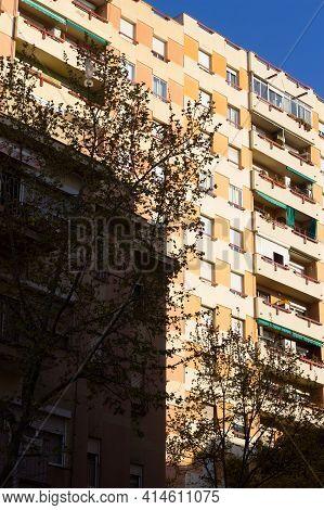 Building Corners, Working Class Neighbourhood Windows
