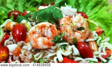 Instant Noodle Spicy Salad With Seafood. Yum Mama Salad With Shrimp Thai Cuisine Spicy Hot, Thai Foo
