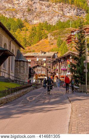 Zermatt, Switzerland - October 7, 2019: Town Autumn Street View In Famous Swiss Ski Resort, Colorful
