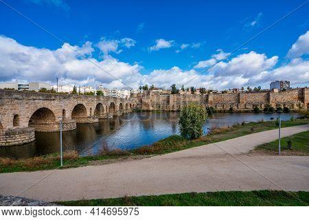 Puente Romano, The Roman Bridge In Merida, Extremadura, Spain. It Is The Longest Surviving Roman Bri