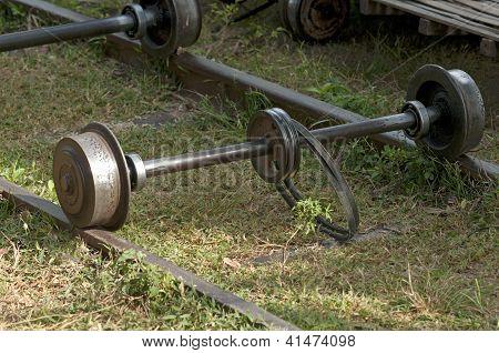Axle with fan belt