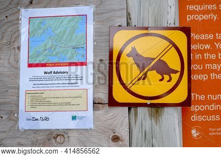 Algonquin Park, Ontario, Canada - March 12, 2021: A Public Advisory, Posted At A Hiking Trail By Ont
