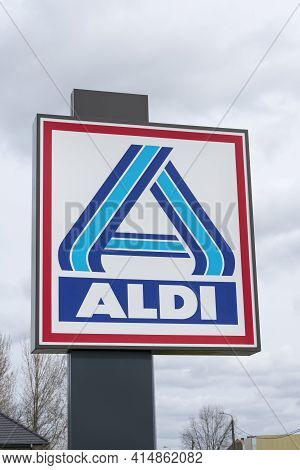 Sint Gillis Waas, Belgium, 28 March 2021, Logo And Name Of The Supermarket Chain Aldi On A Large Bil
