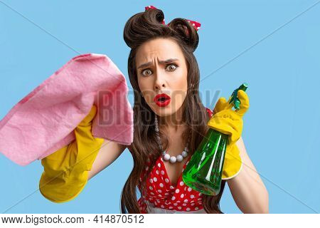 Troubled Pin Up Woman In Retro Dress Cleaning Screen With Detergent And Rag, Wearing Rubber Gloves O