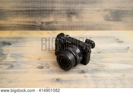 Budva, Montenegro - 15 March 2021: Sony A6300 Camera With 16-50mm Lens On Wooden Background Texture.