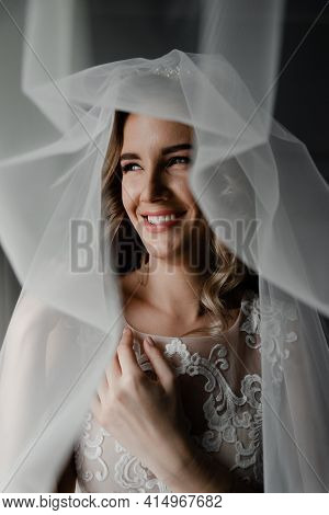 Portrait Of The Bride And Veils On Her Head. Wedding Veil On The Head Of The Bride. Portrait Of A Cu