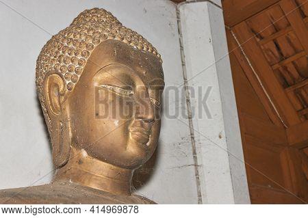 Phayao, Thailand - Dec 13, 2020: Headshot Front Right Buddha Statue In Sanctuary In Wat Analayo Temp