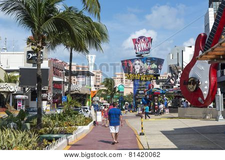 CANCUN - JANUARY 22: View of the Coco Bongo club on Main Street on 22 January 2015 in Cancun, Mexico. In this street is a lot of clubs and restaurants for tourists from all over the world..