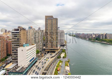 East river and Roosevelt island from Roosevelt Island Tramway