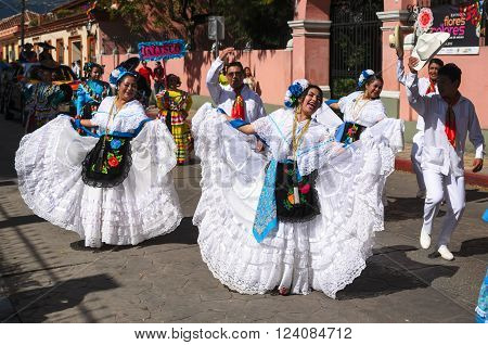 SAN CRISTOBAL DE LAS CASAS MEXICO 13 DECEMBER 2015: People dancing in traditional Mexican dress from Veracruz state